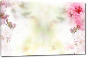 Нежный светлый фон, крупные розовые цветы на краях изображения