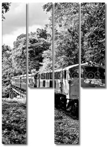 Старый железнодорожная линия, которая является черно-белым