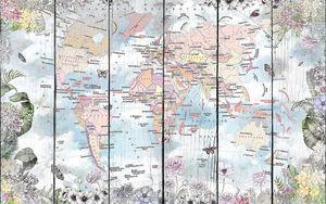 Политическая карта мира в цветочной рамке