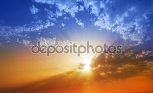 Закат небо драматического облака в Ла Пальма