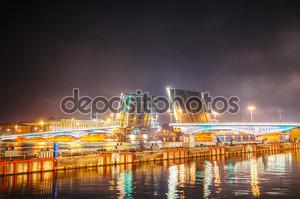 Подъемный мост в Санкт-Петербург, Россия