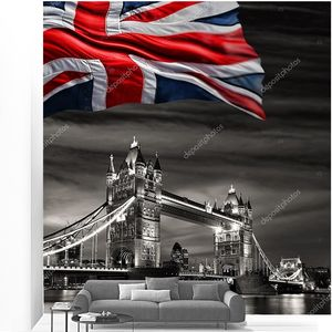 London Tower Bridge с флагом Англии