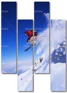 Лыжник летит по склону
