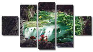 Водопад в древесном проеме