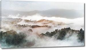 Вид на вершины в облаках