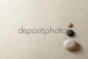 Три красочных камня