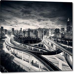 Город Шанхай на закате с света тропы