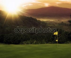 Закат на гольф-поле