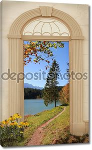 вид через арочные двери, Осенний походная тропа