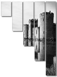 Черно-белый замок