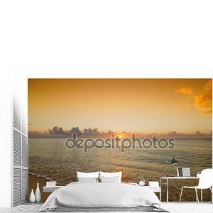 Закат красивый восход солнца над Карибским морем