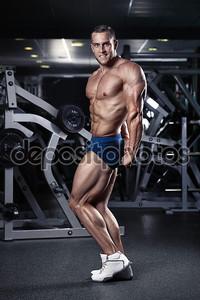 Сильный человек спортивная(ый) фитнес модель туловища показаны мышцы