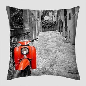 Улица средиземноморья со скутером на Майорке