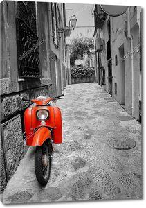 Улица Средиземноморья с старый ретро красный скутер на Майорке