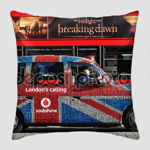 Лондонское такси вровень с автобусом