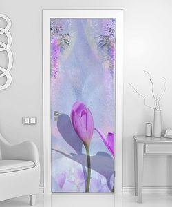 Фиолетовые цветы крокусы и сирень