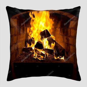 Огонь в топке камина