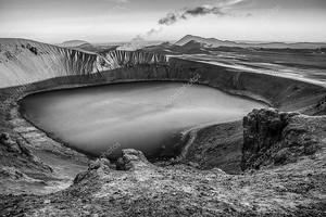 Вулканические озера Исландии. Черно белые фото.