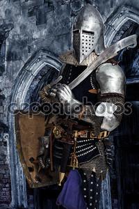 Вооруженные Рыцарь охрана некоторых замок