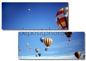 воздушные шары против голубого неба