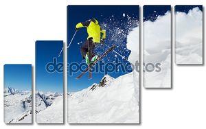 горнолыжник на склоне, горные лыжи