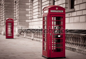 Красный телефон возле Биг-Бен