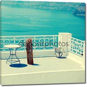 белый терраса с видом на море в Oia, Санторини