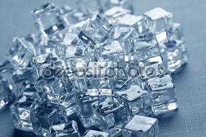Мокрый лед кубов