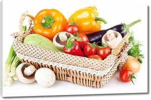 Корзина со свежими овощами