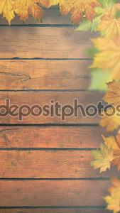 Осенние листья на деревянный стол