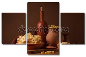 Натюрморт с макаронных изделий и керамики