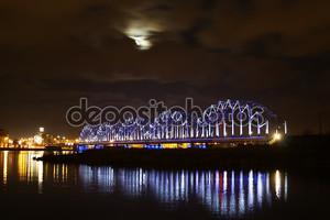 Лунный мост и реку