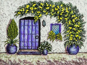 Лиана вьется по стене над дверью