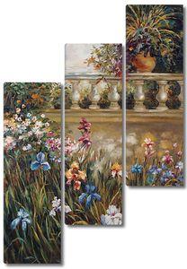 Множество прекрасных цветов на веранде