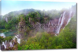 Туман над водопадом