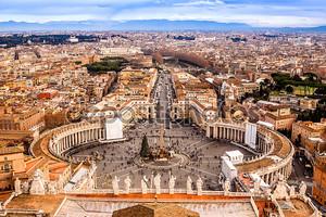 Рим, Италия. Квадратный известный Святого Петра в Ватикане и с высоты птичьего полета города