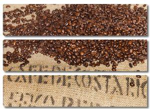 Кфейные зерна на мешке