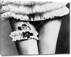 Подвязка на татуировке