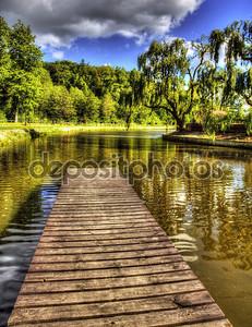 Озеро и мостик