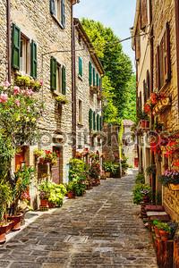 Узкая улочка в Старой Италии