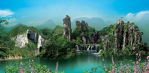 Скалистые горы у озера