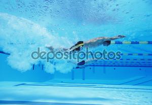 гонки по плаванию спортсмены