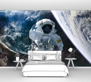 Глубокий космический ландшафт. Астронавт, планета на фоне туманностей. Научная фантастика