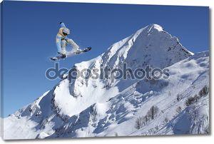 Летающий экстремальный сноубордист