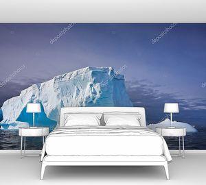 Айсберг в снегу