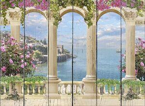 Терраса с большими колоннами и цветами