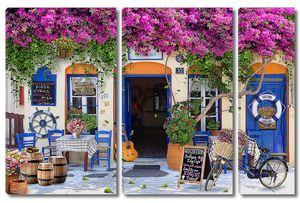 Кафе утопающее в цветах