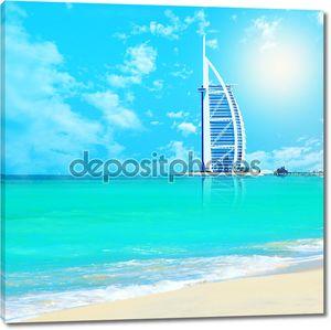 Арабские Бурж Аль на пляже Джумейра в Дубае