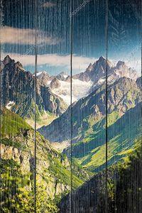 Красивая долина в горах Кавказа