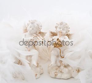 Фигурки в виде ангелов